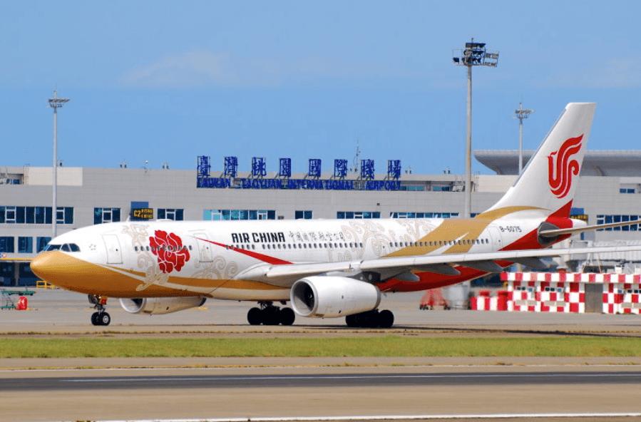 An Air China passenger jet is seen at Taiwan's Taoyuan Airport. Photo: Twitter
