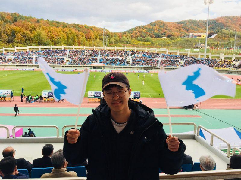 المشجع هان سونج-مين يدعم الجنوب والصداقة بين الكوريتين.   Photo: Andrew Salmon/Asia Times