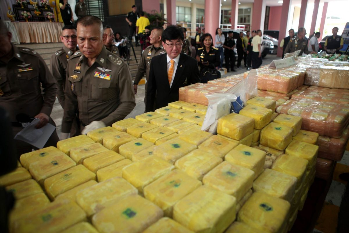 Police show off recent drug hauls including 9.8 million meth pills and 77kg of heroin in Chiang Rai. Photo: AFP/Bangkok Post/Apichart Jinakul