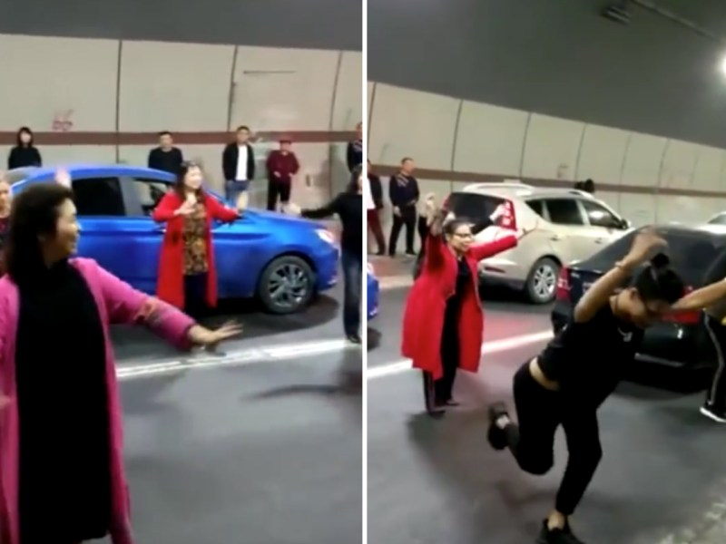 Half a dozen women dance to forget traffic congestion. Photo: Baidu