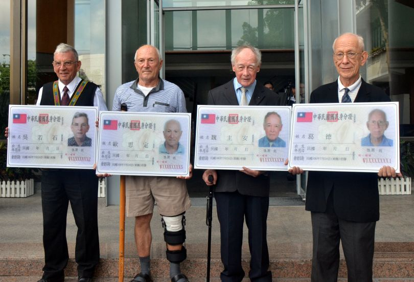 Foreign missionaries and experts in Taiwan show replicas of their newly-issued Taiwan ID cards. Photo: Taiwan Central News Agency