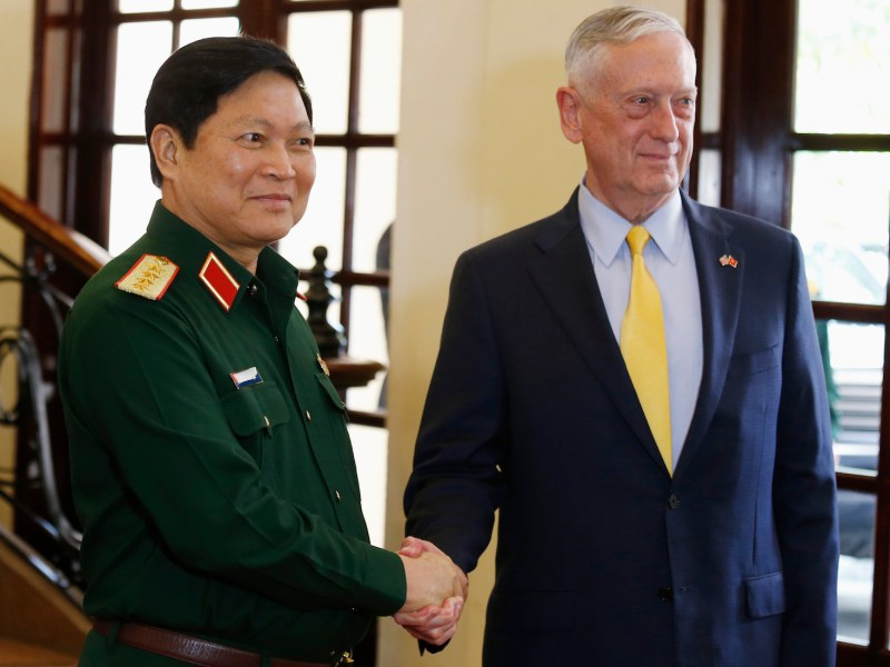US Secretary of Defense Jim Mattis, right, meets Vietnam's Defense Minister, General Ngo Xuan Lich in Ho Chi Minh city on Oct 17. Photo: AFP / Kham / pool