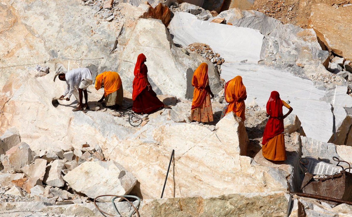 Thousands of workers in quarries in India are suffering from silicosis, a potentially lethal disease. This shows a quarry in Rajasthan. Photo: AFP