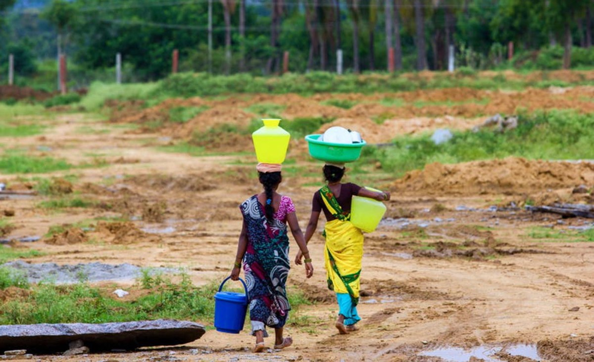 Carrying water for miles is a part of everyday life for many women in India. Photo: Shutterstock
