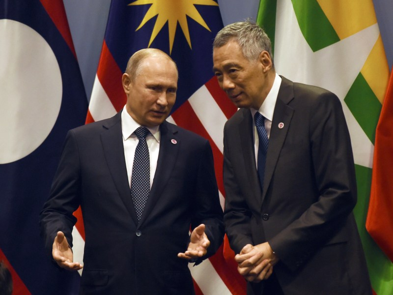 Singapore's Prime Minister Lee Hsien Loong (R) listens to Russian President Vladimir Putin  on the sidelines of the 33rd Association of Southeast Asian Nations (ASEAN) summit in Singapore on November 14, 2018. Photo: AFP/Roslan Rahman