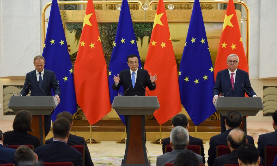 中國總理李克強(中)與歐洲理事會主席圖斯克(Donald Tusk)(左)和歐盟委員會主席容克(Jean-Claude Juncker)(右)在北京會面。相片:AFP / Wang Zhao
