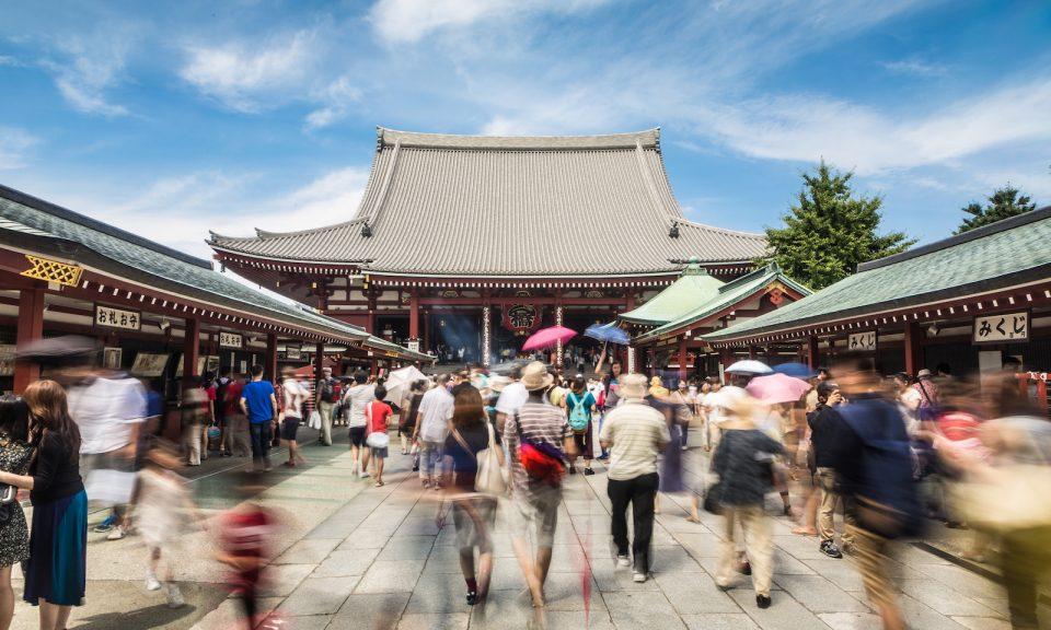 東京歷史悠久的街區淺草當中著名的淺草寺是一個熱門旅遊景點,這都是旅遊業暢旺的日子。2017年訪日人次破了紀錄,共有2,870萬人。相片:iStock