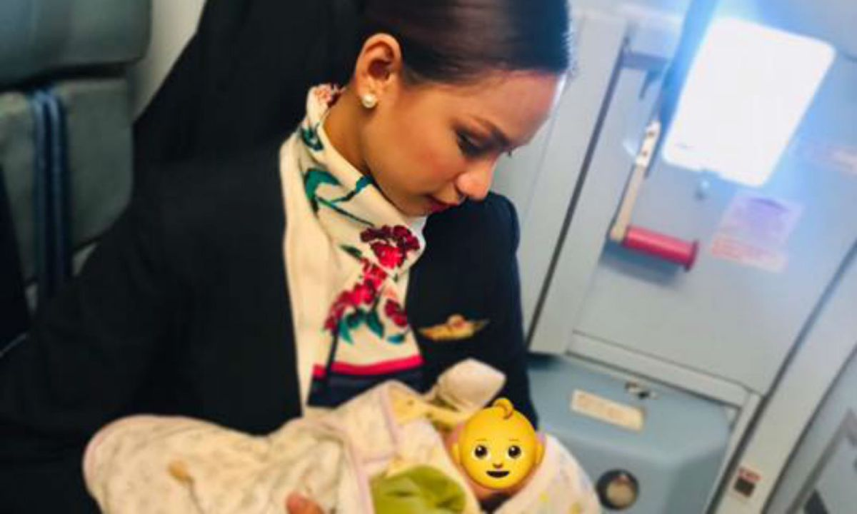 Filipino flight attendant Patrisha Organo helped a passenger's hungry baby by offering to breast feed her. Photo: Facebook/ Patrisha Organo