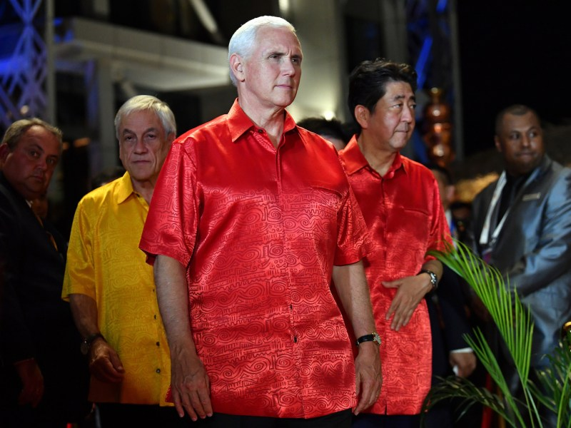 Japan's Prime Minister Shinzo Abe (R) and the US Vice President Mike Pence arrive for a family photo during the Asia-Pacific Economic Cooperation (APEC) Summit in Port Moresby on November 17, 2018. Photo: AFP/Saeed Khan