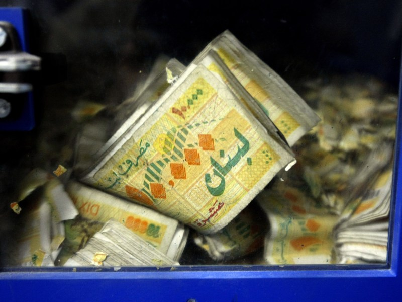 Lebanese pound notes (10,000 denomination) are seen in a machine at Lebanon's central bank, BdL, in Beirut on November 24, 2008. Photo: Ramzi Haidar / AFP