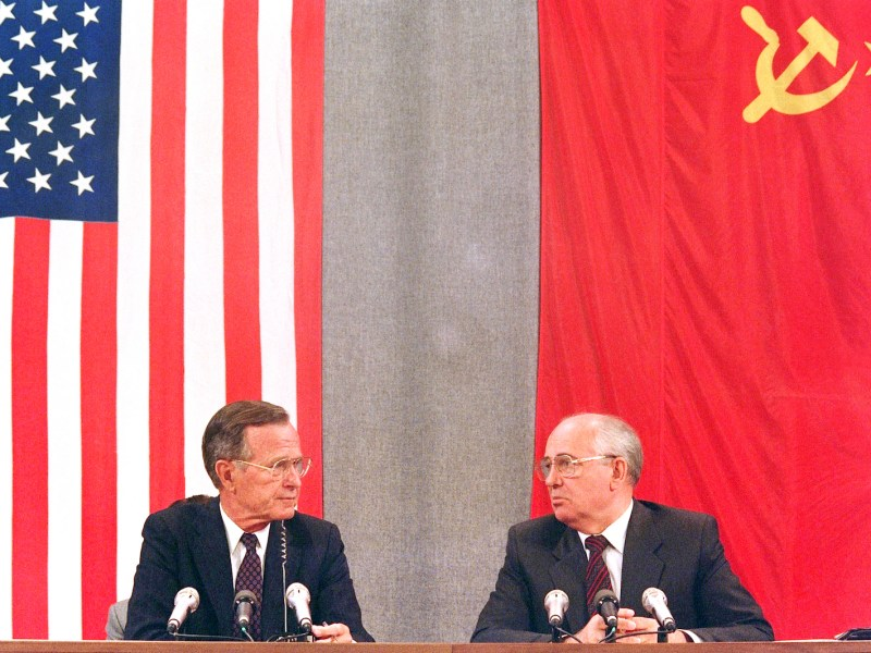 This file photo taken on July 31, 1991, shows US president George Bush and his Soviet counterpart Mikhail Gorbachev during a press conference in Moscow concluding the two-day US-Soviet Summit dedicated to the disarmament. Bush died at age 94, his family announced late on  November 30, 2018. Photo: AFP / Mike Fisher