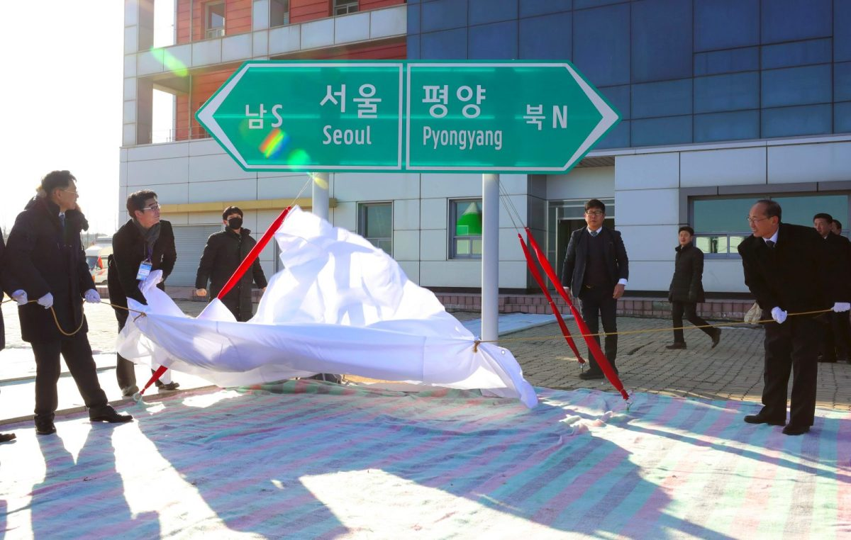 South and North Korean officials unveil a signboard for Seoul and Pyongyang during a groundbreaking ceremony for reconnecting and repairing the railways across the divided Korean peninsula at Panmun Station in North Korea's border city of Kaesong on December 26, 2018. Photo: AFP/Korea Pool