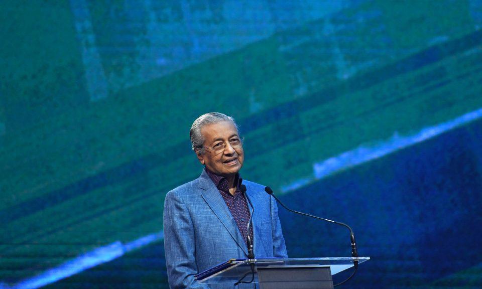 馬來西亞總理馬哈蒂爾於2018年12月12日在吉隆坡舉行的2019年Proton X70 SUV正式啟動儀式上發表講話。相片:AFP / Mohd Rasfan