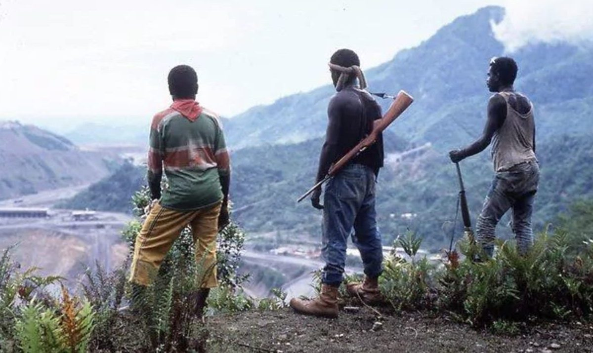 Bougainville Revolutionary Army overlook the Paguna mine in a file photo. Photo: Facebook