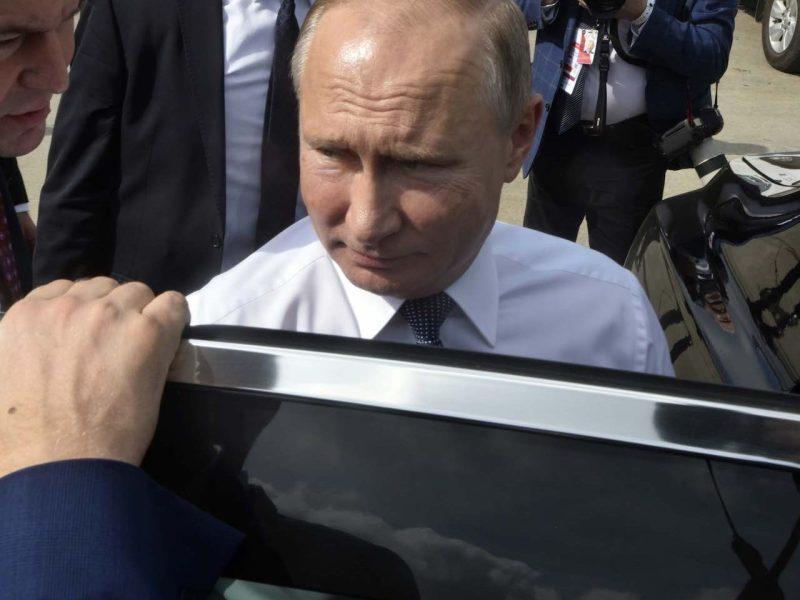 俄羅斯總統普京於2018年11月30日抵達布宜諾斯艾利斯Ezeiza國際機場時登車。相片:AFP via G20 Press Office