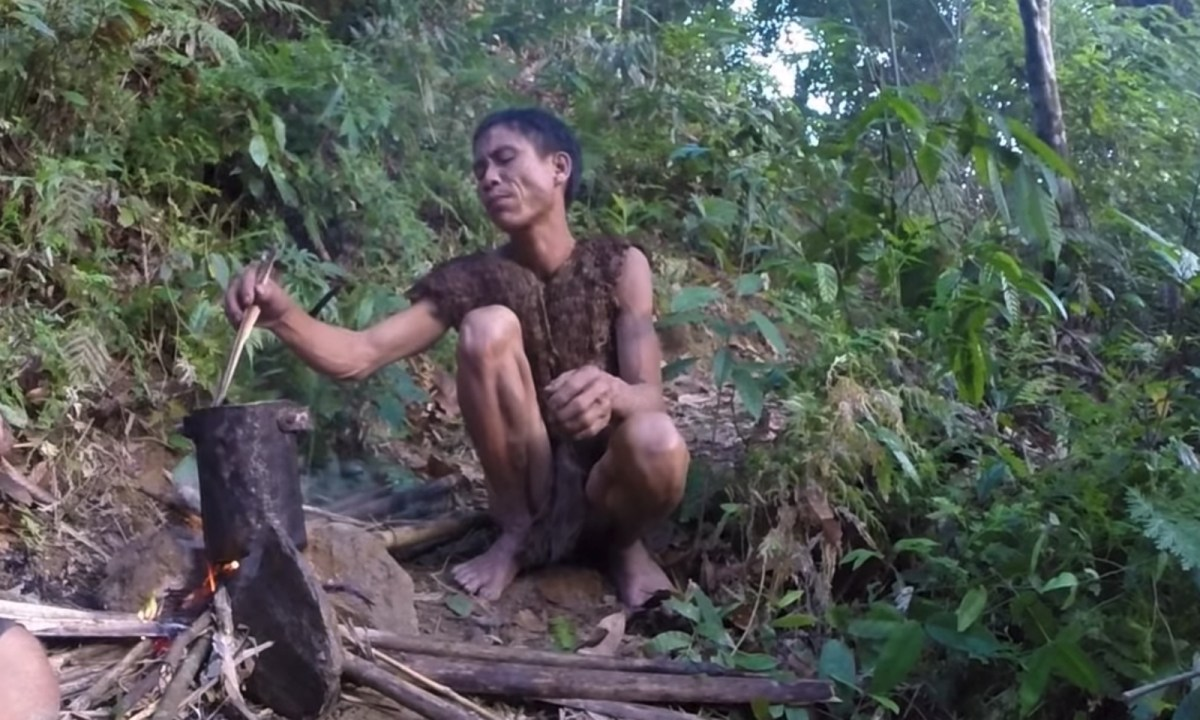 """Vietnamese Tarzan"" Ho Van Lang. Photo: Youtube."