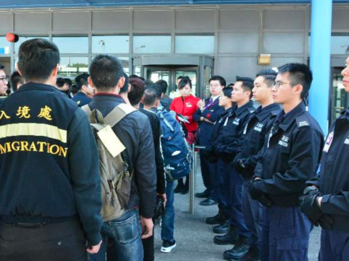 The Immigration Department chartered a flight for voluntary repatriation of illegal Vietnamese immigrants to their homeland. Photo: HK Government