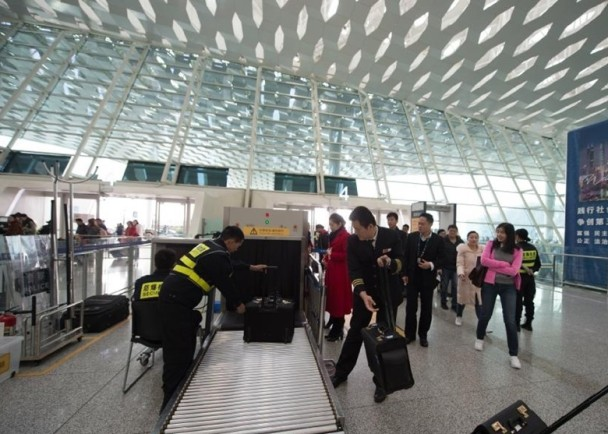 'Trustworthy' passengers with high credit scores can go through simplified security checks at Shenzhen's Airport. Photo: Weibo