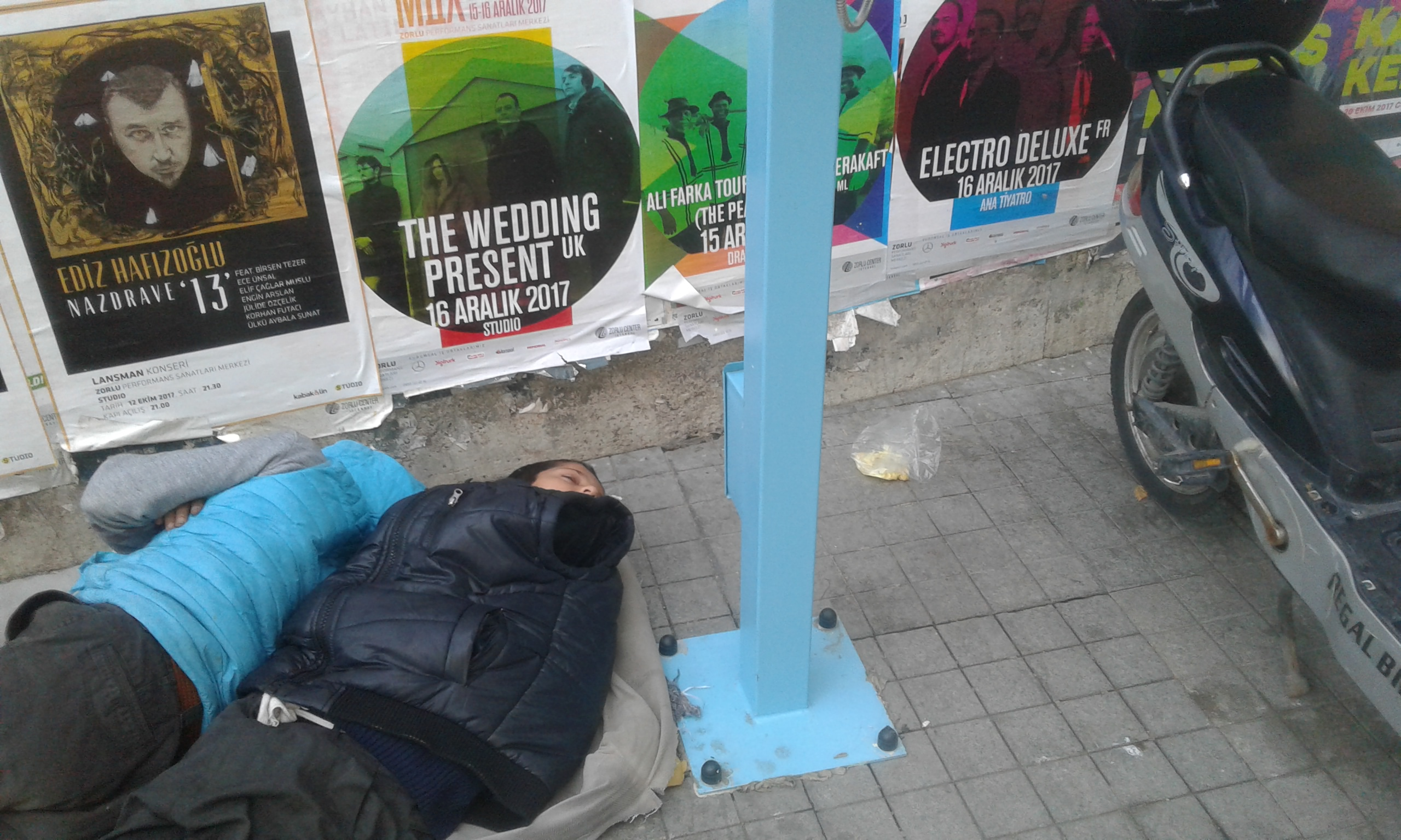 بلا مأوى في شوارع تركيا، «الشعلة» تجذب الأطفال السوريين - Asia Times