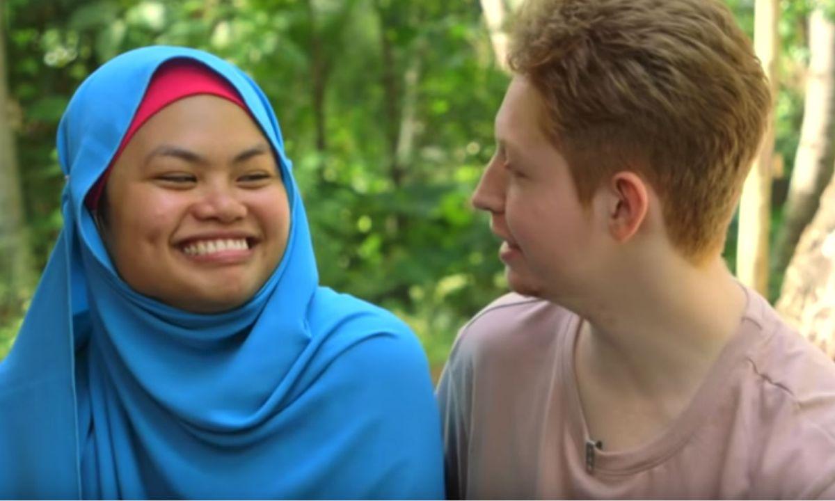 Filipino Samra Mohamad met her American husband through an online game. Photo: YouTube