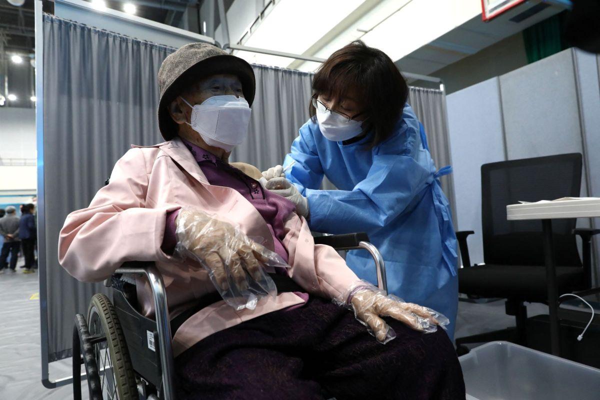 Korea says herd immunity still possible by November