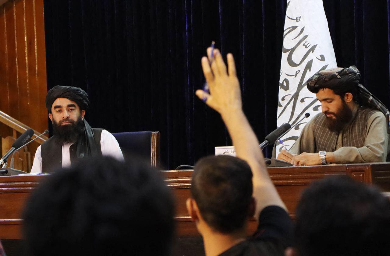 塔利班发言人 Zabihullah Mujahid 周二在喀布尔举行新闻发布会。 照片:法新社 / Haroon Sabawoon / Anadolu Agency