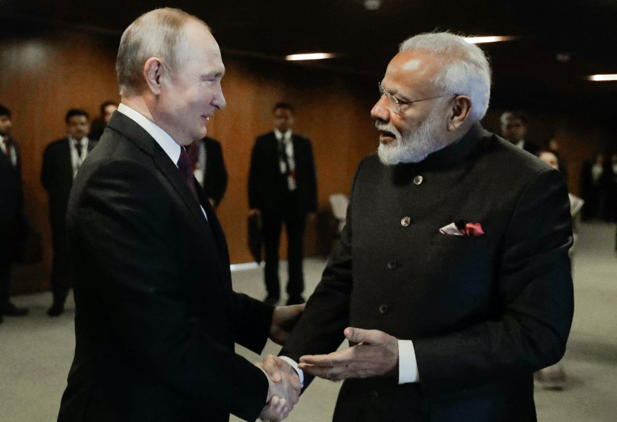 India reaches to Russia to break its Afghan isolation