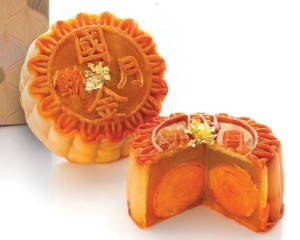 Mira Hong Kong mooncake - Fresh, delicate, divine. Made with the secret recipe of Cuisine Cuisine's intricate culinary art and most premium egg yolks, choose from White Lotus Seed Puree Mooncake with Triple Yolks Topped with Gold Foil, White Lotus Seed Purée Mooncakes with Double Yolks Topped with Gold Foils, Mini Molten Pumpkin Mooncakes with Bird's Nest, or silky smooth Mini Egg Custard Mooncakes.