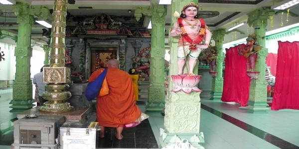 MALAYSIA-LET COOLER HEADS PREVAIL ON TEMPLE ISSUE