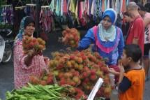 Rambutan-Stand, Nachtmarkt in Kampung (Dorf) Padang Lalang