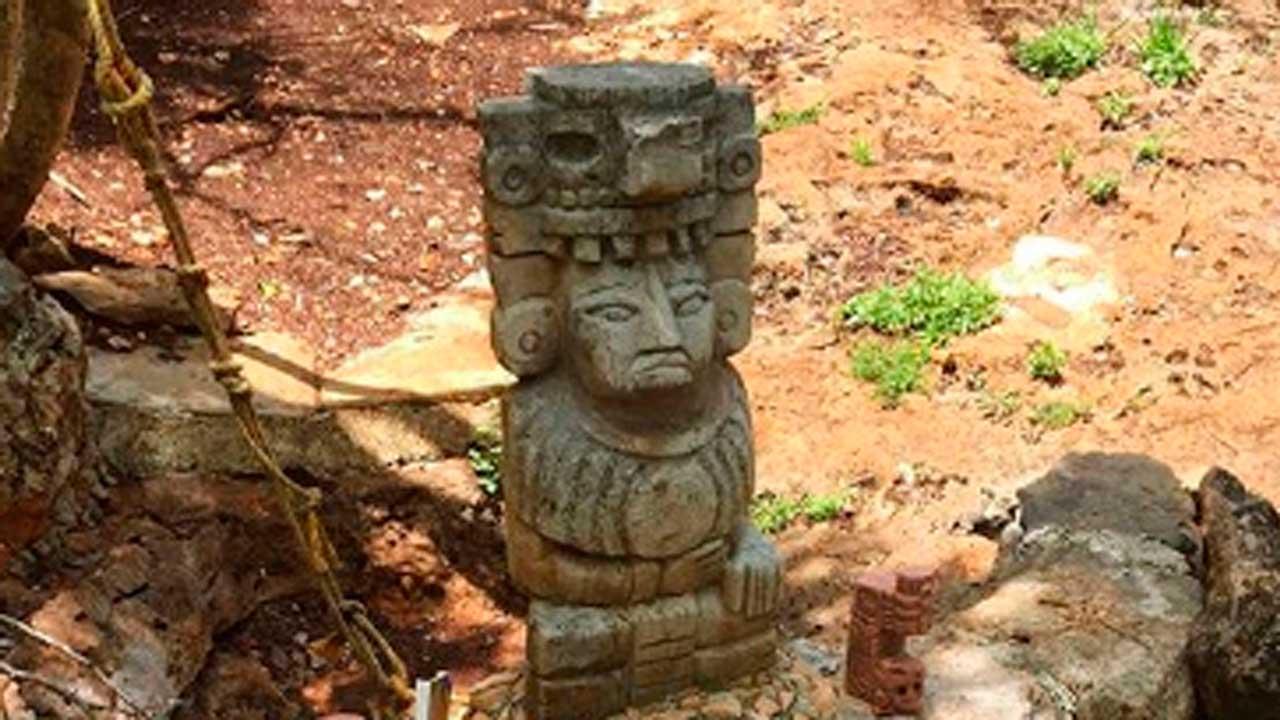 Esta es una imagen de aluxes que forma parte de las leyendas mayas