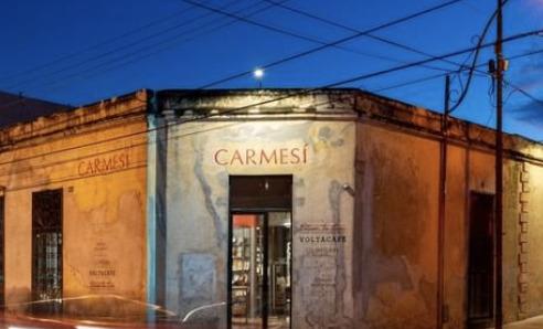 plaza carmesí