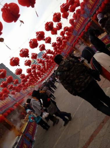 A popular street food place (北市庙会-小吃一条街)