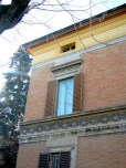 The material palate of the city: brick, terracotta decorative elements and plaster (mostly yellow).