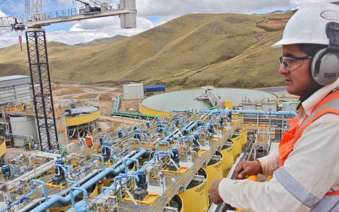 """Marcelo Mena: """"la minería puede generar 500.000 puestos de trabajo de manera directa e indirecta""""."""