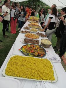 Le traditionnel repas multiculturel de la fête de Bex. Photo: Voix d'Exils.
