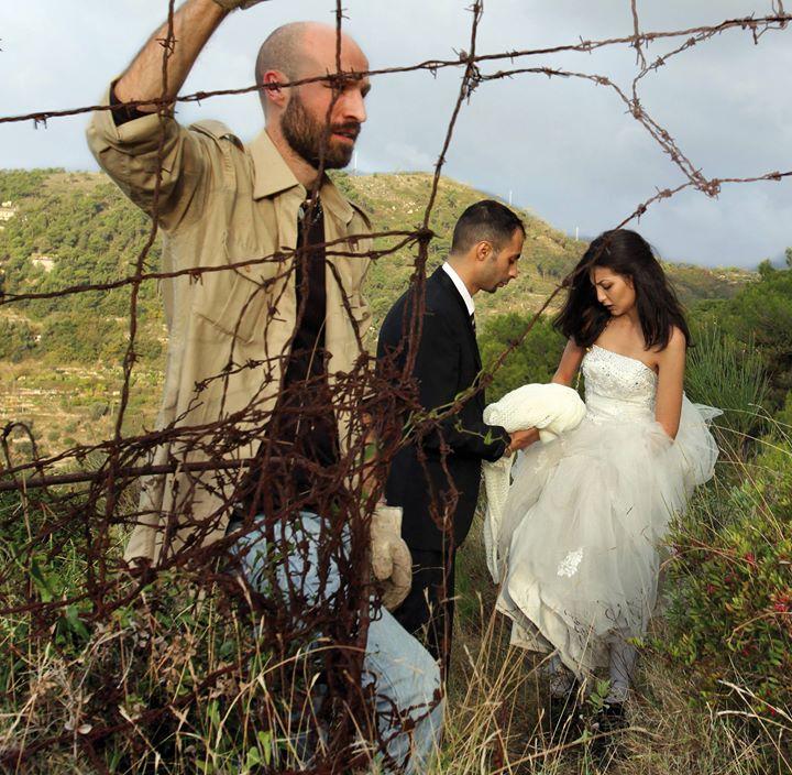 Image du film documentaire «  Moi, je suis avec la mariée  » de Gabriele Del Grande, Antonio Augugliaro et Khaled Soliman Al Nassiry.