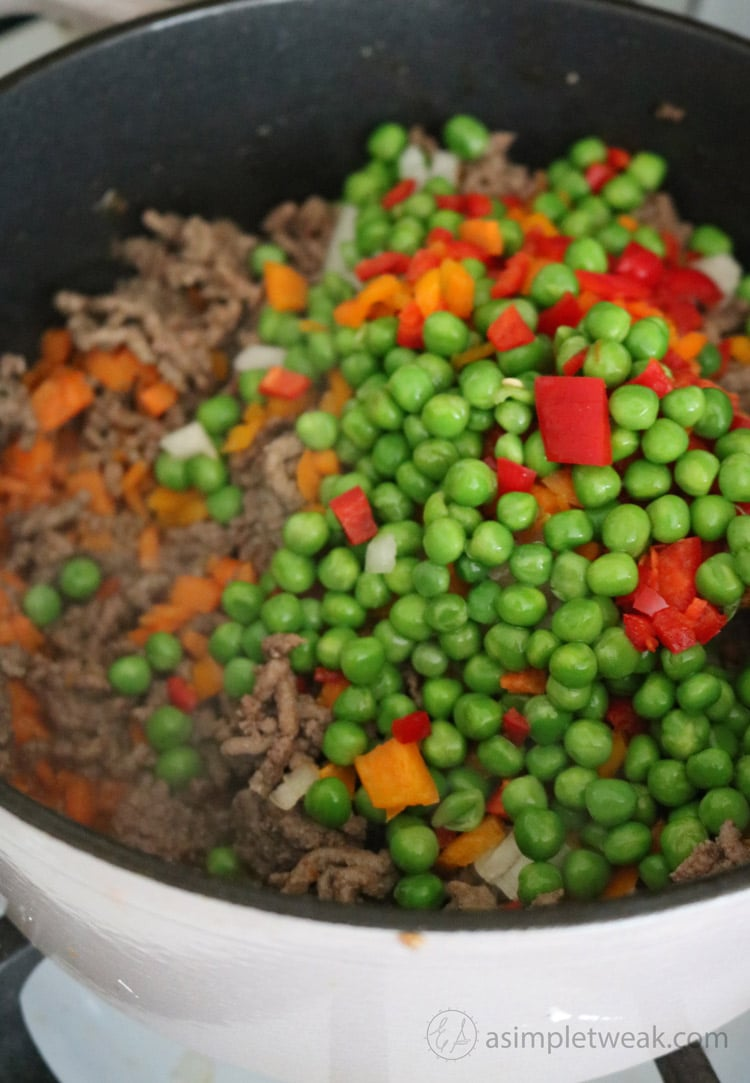 Add-peas-and-carrots-to-beef-filling