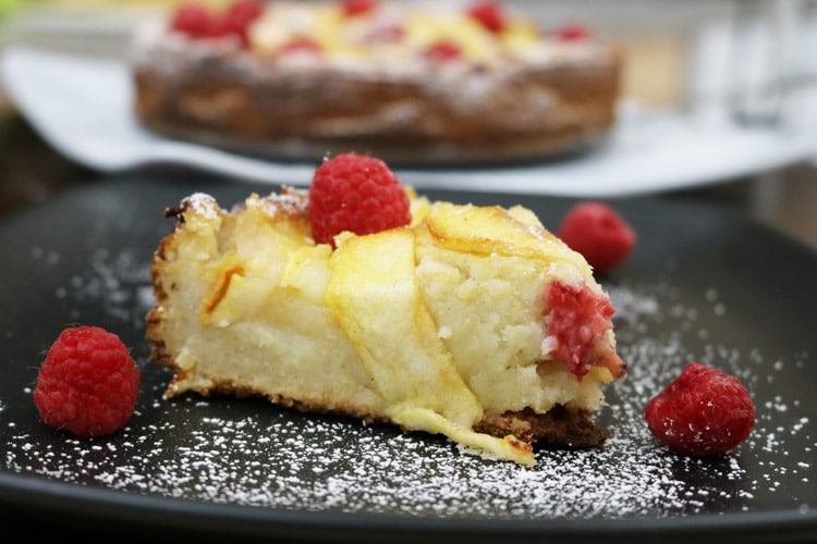 Apple-Raspberry-Cake