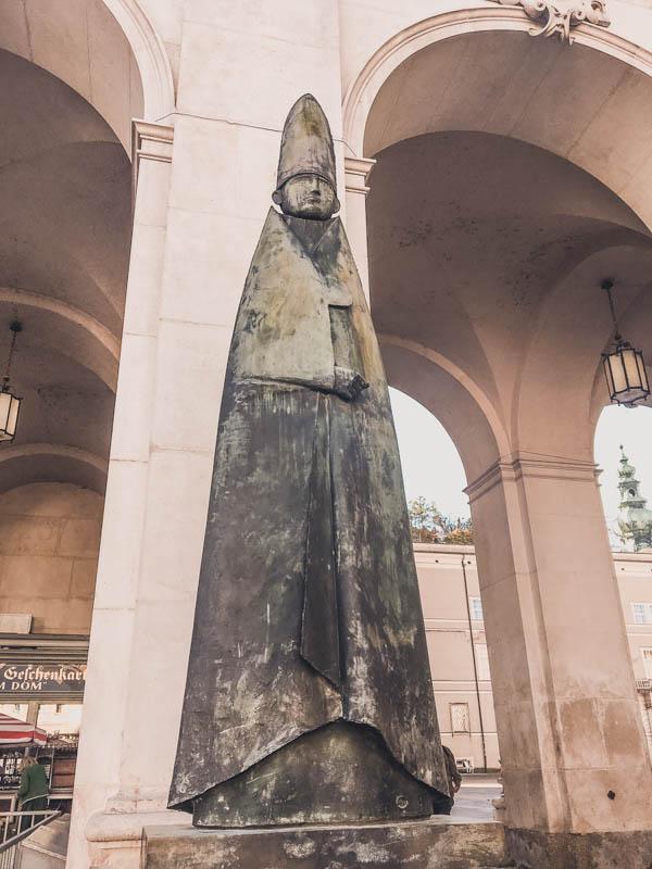 Flat head statue in Salzburg