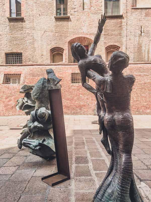 Statues in Bologna