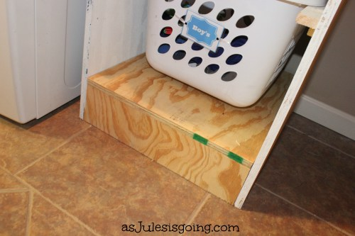 Base to the hanging laundry baskets