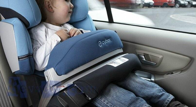 ما أهمية وضع كراسي الأطفال داخل السيارة ؟