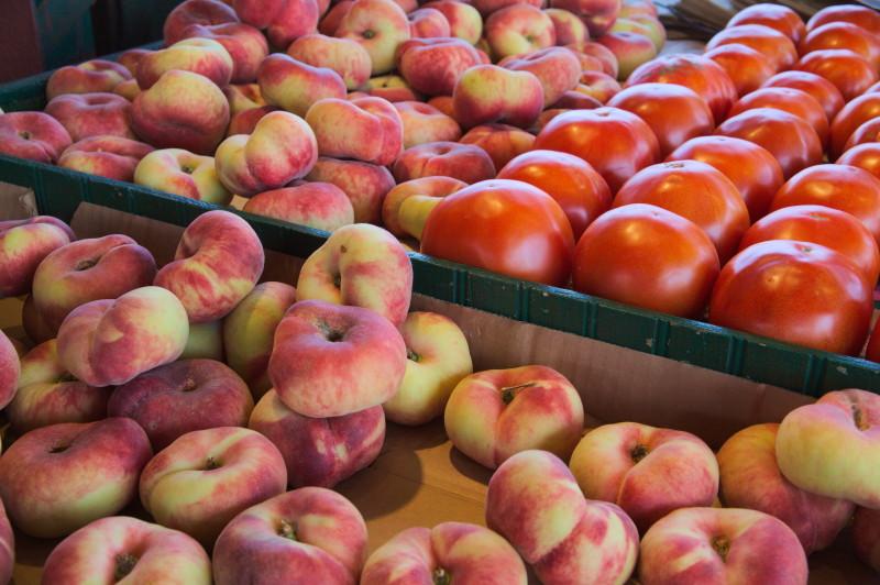 Peach & tomato