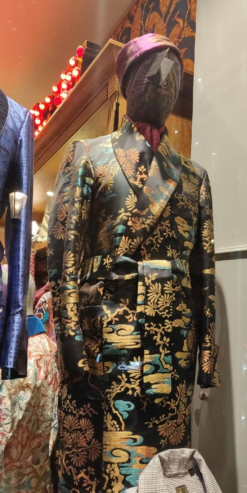 New & Lingwood: Luxurious and colorful silk dressing gown