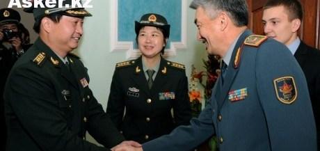 Казахстанские и Китайские военнослужащие