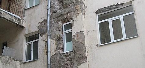 разрушающийся дом