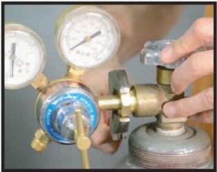 Attaching gas bottle- Closeup