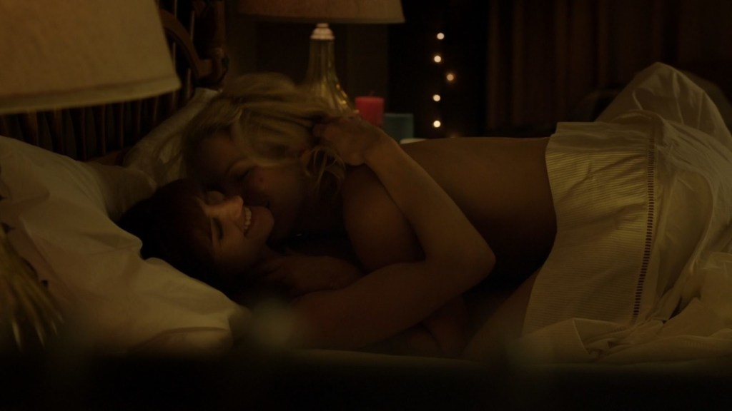 Lauren and Crystal in bed in Lost Girl 4x03