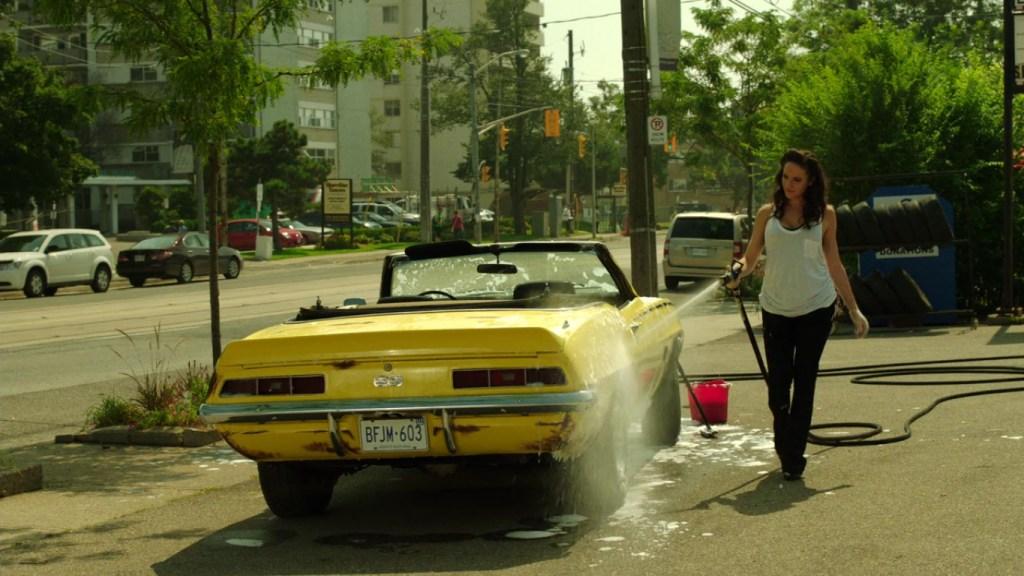 Bo washing her car in Lost Girl 4x08